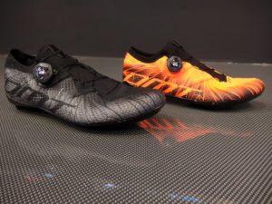 … taky se u výrobce poptáme, zda bude možné kombinovat barvy – na každou nohu jinou? Myslíte, že by se nikdo nenašel??? :-)